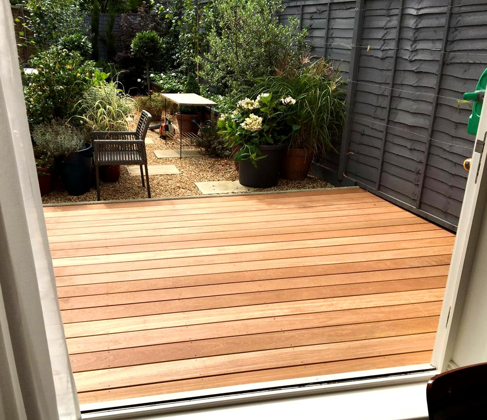 Decking paving hunter gardens for Gardens with decking and paving
